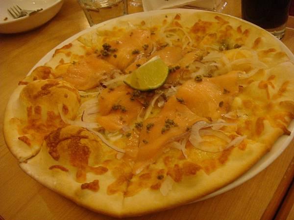 洋蔥燻鮭魚披薩