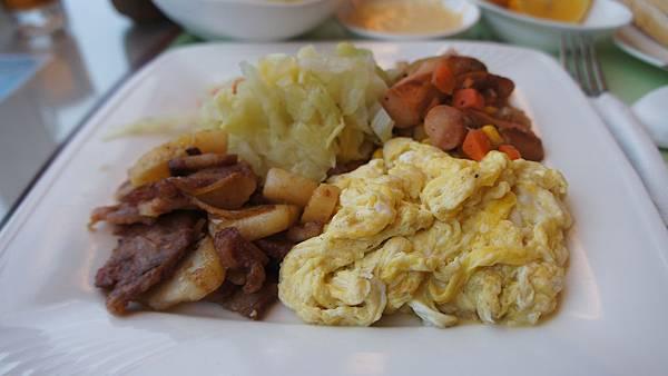 培根、火腿、炒蛋、高麗菜