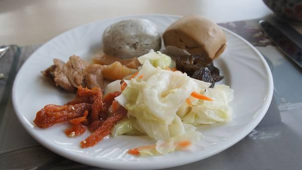 小饅頭、高麗菜、醬菜