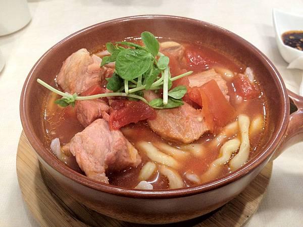 肋排番茄熱麵