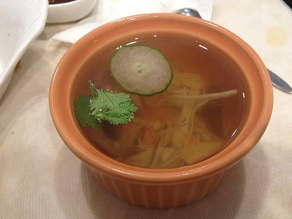三菇鮮雞湯