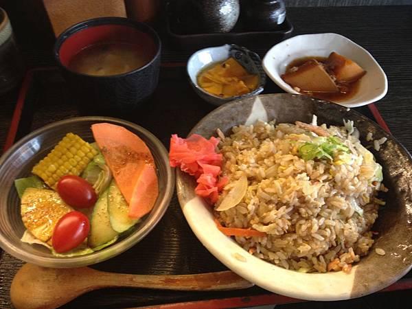 櫻花蝦鮭魚炒飯定食250元