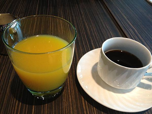 柳橙汁&熱咖啡