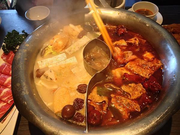 煮食中的火鍋