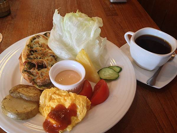 青醬菇菇起司塔丁早餐