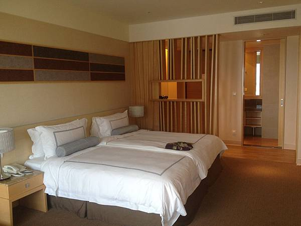 豪華洋式客房床鋪