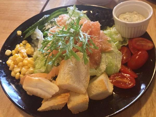 凱薩鮭魚沙拉