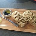 手做麵包搭法國奶油及油醋