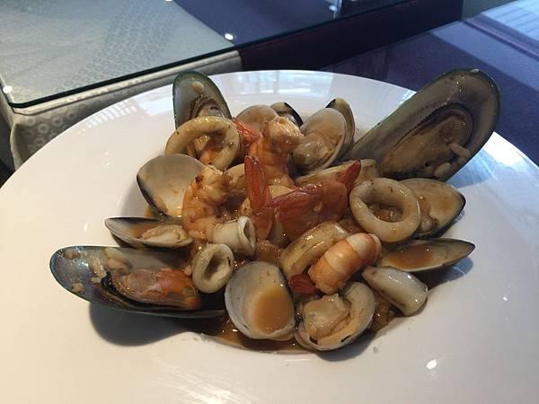 慢熬濃蝦汁綜合海鮮燉飯