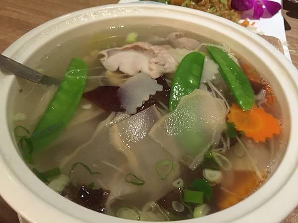鹹菜肚片湯