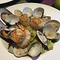 香煎大明蝦與北海道干貝襯青醬蛤蜊手工寬麵