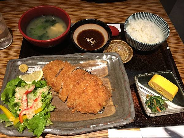 日式炸豬排定食