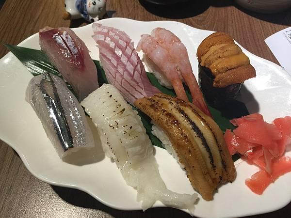 綜合握壽司520元