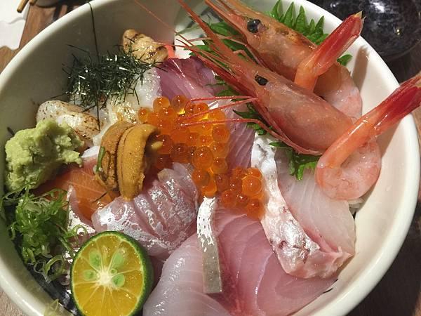 肥貓人氣海鮮丼飯