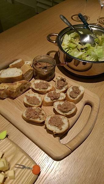 鵝肉醬搭法國麵包