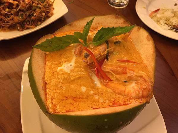 椰子蒸什錦海鮮