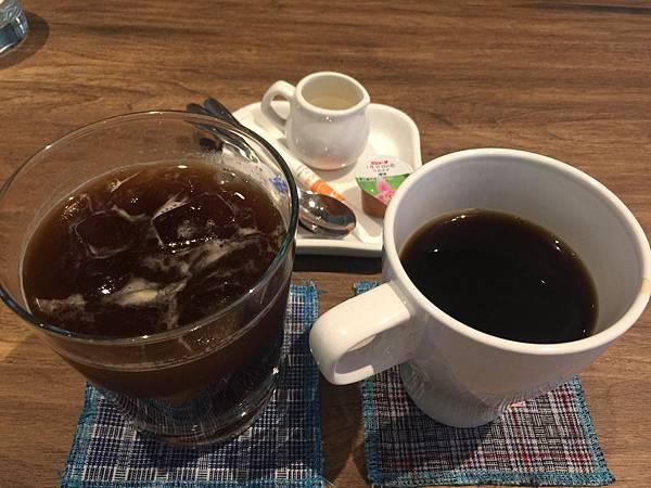 冰美式咖啡跟熱美式咖啡