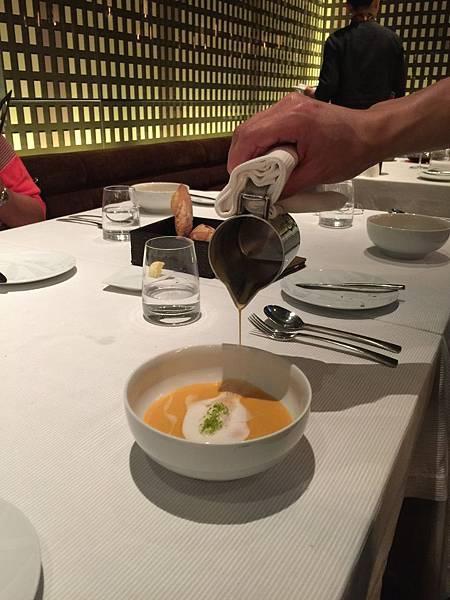 法式龍蝦湯-佐八角茴香奶油&開心果
