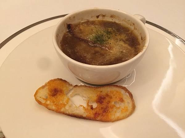 法式洋蔥牛肉湯&起士脆餅