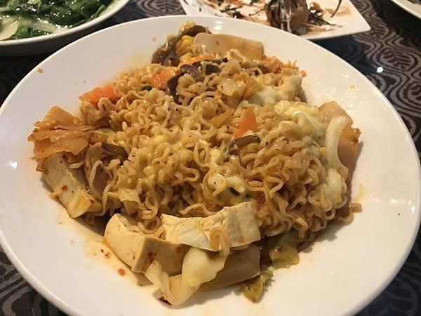 韓國泡菜炒泡麵+起司 130元