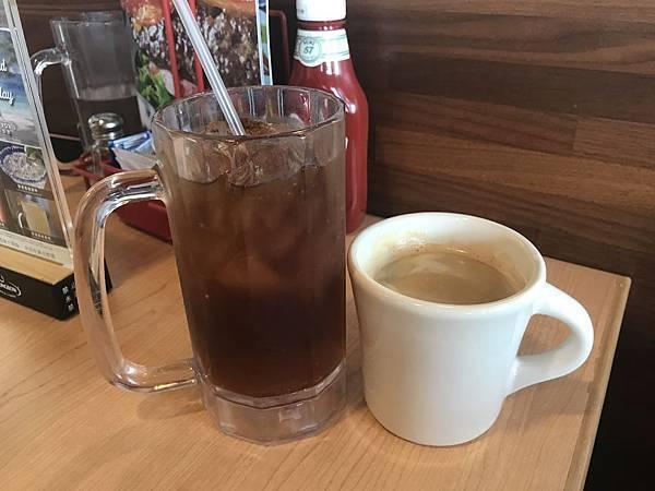 紅茶跟熱咖啡