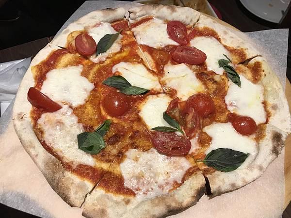 經典瑪格麗特番茄起司披薩