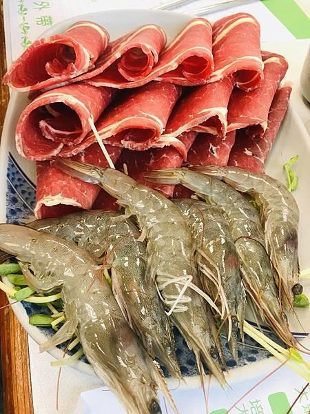 鮮蝦牛肉鍋370元