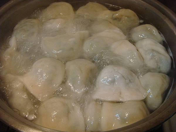 煮食中水餃