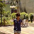 假日飯店庭院.JPG