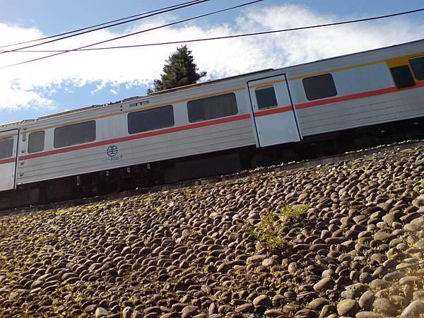 火車彷彿在天際上.JPG