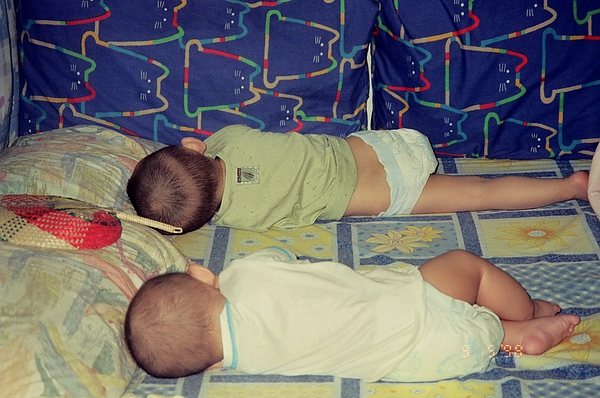 同樣的睡姿.做同樣的夢
