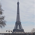 雪中的鐵塔
