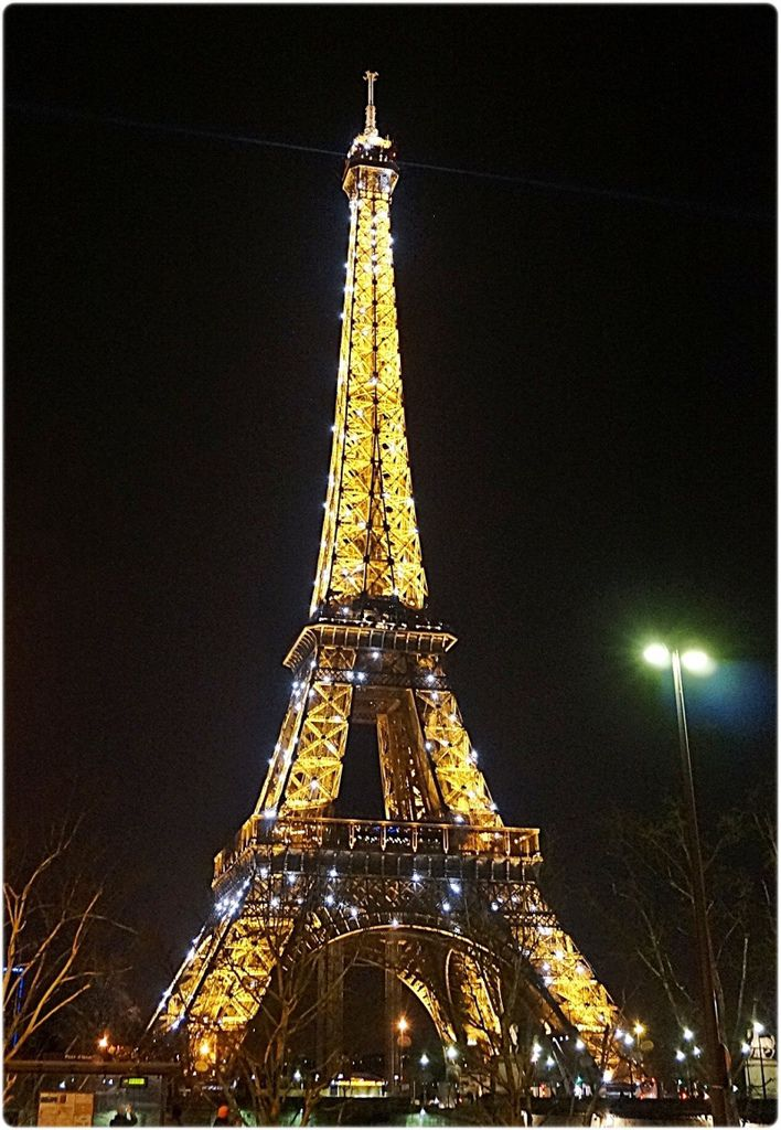 鐵塔閃亮亮