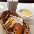 雪泡奶茶麵包和濃湯100元
