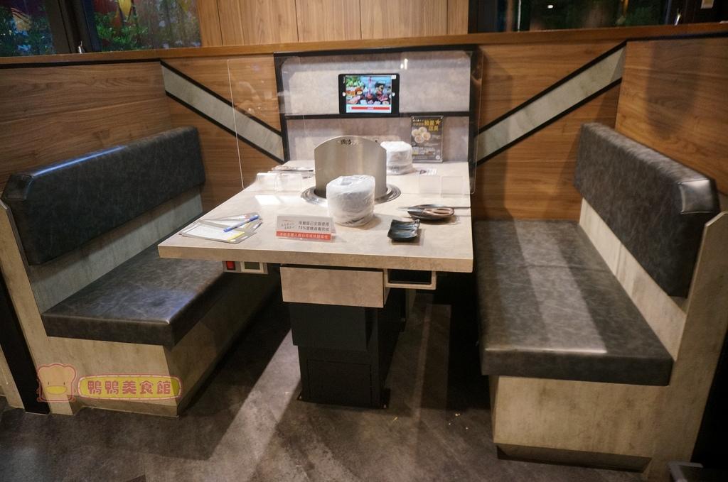 桌.JPG