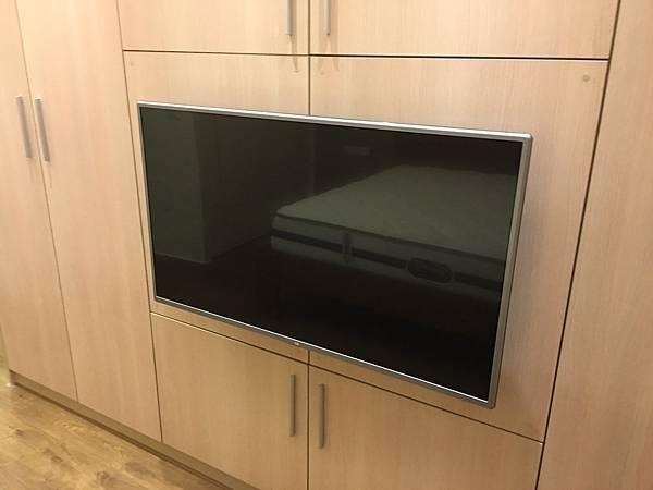 LG 42吋液晶電視-2.jpg