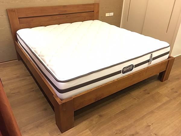 柚木雙人床架-1.jpg