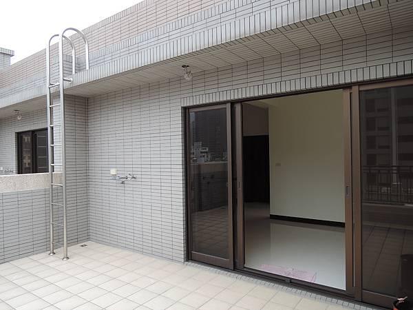 城北街全新電梯別墅-官8.JPG