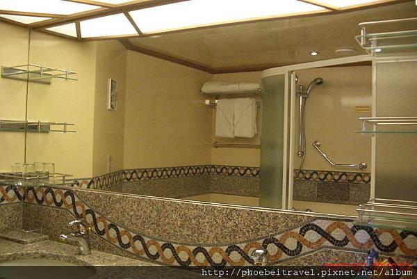 浴室的浴缸