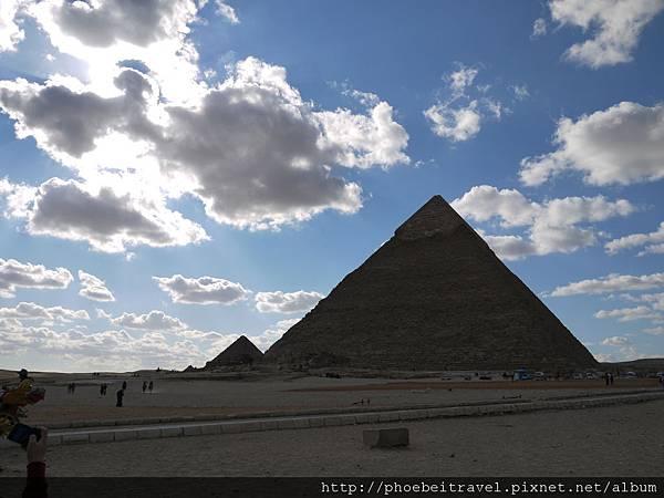 吉薩金字塔群~敬畏人類與自然的力量