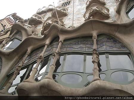 巴塞羅之家的海浪形窗戶