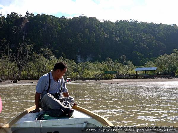前方有座小涼亭的地方就是抵達巴哥國家公園入山的碼頭.....