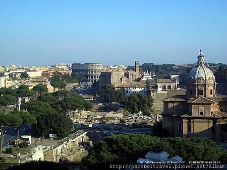 06-從威尼斯宮遙望羅馬競技場和古羅馬市集遺跡