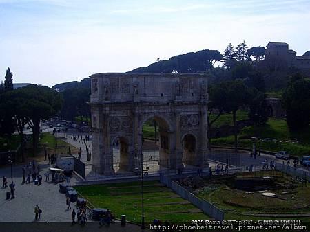 18-君士坦丁拱門前的大路,前方極為凱旋門