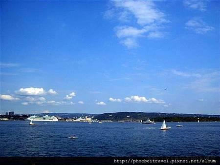 該怎樣形容,我可以在奧斯陸的港邊坐了三個下午呢? 就是一種千變萬化的美麗,讓我捨不得離開