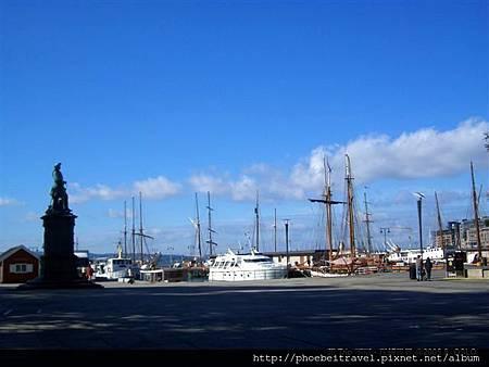 走在這裡,你不會覺得下一秒出現的是北海小英雄,但被維京巨人包圍的感覺,很妙。