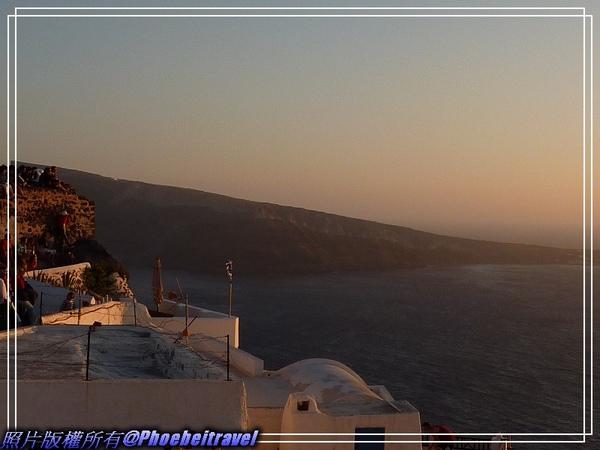 沐浴在夕陽下的聖托里尼.jpg