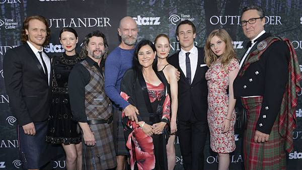 outlander-author-diana-gabaldon-cameo-episode-4