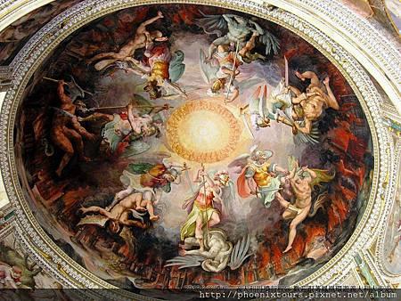梵諦岡特別安排西斯汀小教堂入內參觀,欣賞一代大師米開朗基羅著名之濕壁畫,市售自費價格50歐元。
