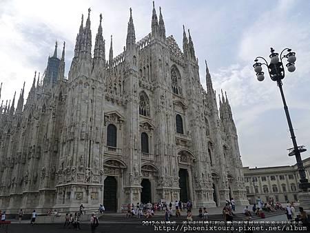 時尚名都米蘭,拜訪哥德式教堂建築外,更有充裕的時間安排,滿足購物的渴望。